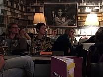Občinstvo na lit. večeru v Cafe Korb
