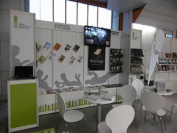 JAK stojnica s knjigami na sejmu v Ljubljani 2014