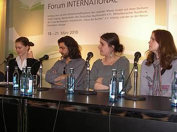 Nataša Kramberger, Igor Isakovski, prevajalka Hana Stojić in Andrea Pisac na knjižnem sejmu v Leipzigu 2010