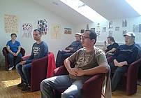 Udeleženci pri poslušanju basni