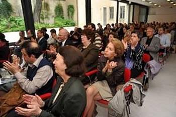 Občinstvo ob predstavitvi Pahorjevega dela v Milanu 2012