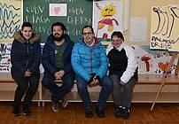 Ivan Mitrevski z udeleženci iz Drage na razstavi likovnih izdelkov