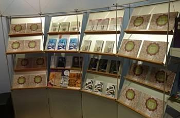 Promocijsko gradivo in knjige projekta Rastem s knjigo na knjižnem sejmu v Bologni 2013
