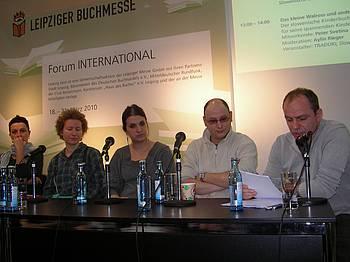 Melina Kamerić, Vesna Lemaić, prevajalka Hana Stojić in igralec Srđan Papić na knjižnem sejmu v Leipzigu 2010