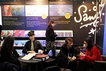 Stojnica založbe Sanje na knjižnem sejmu v Bologni 2013