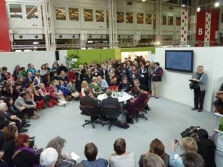 Čakanje na razglasitev prejemnika Spominske nagrade Astrid Lindgren na sejmu v Bologni 2012