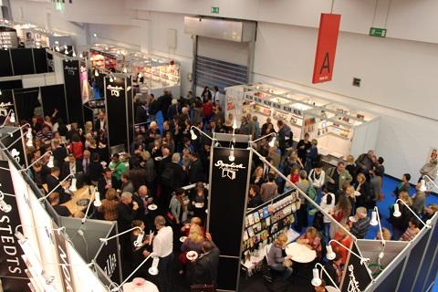 Obiskovalci frankfurtskega knjižnega sejma 2013